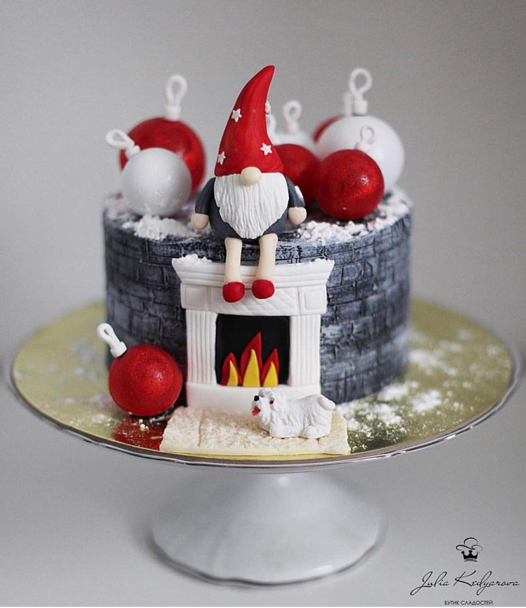 torta di natale con folletto e caminetto cake design